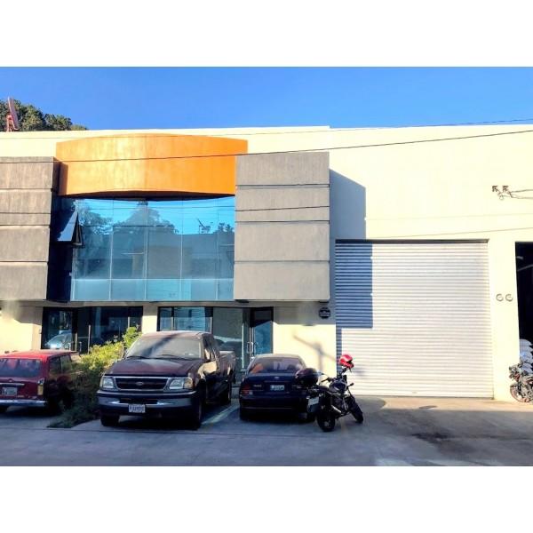 ofibodega  en renta ubicada Calzada la Paz Zona 5