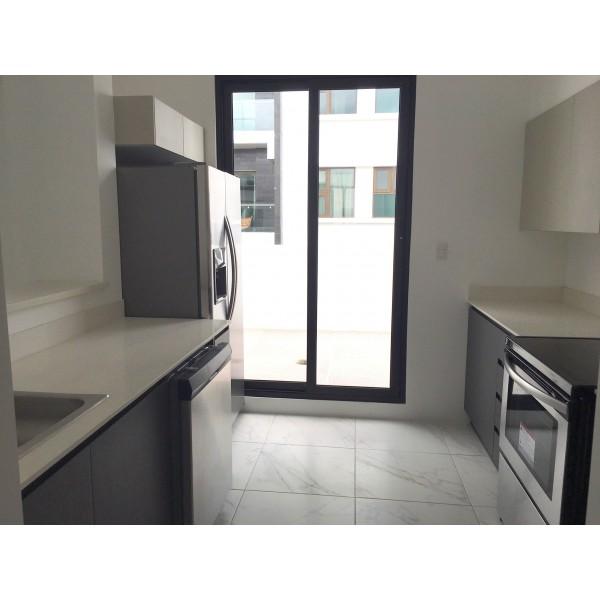 Apartamento de tres habitaciones en renta y venta zona 15