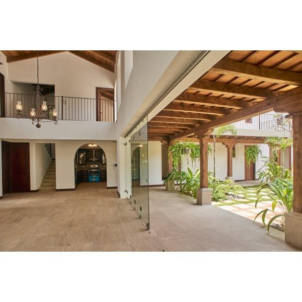 Casa en venta en Antigua Guatemala / Jardines de Antigua