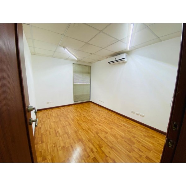 Oficina en renta zona 10 / Torino 1