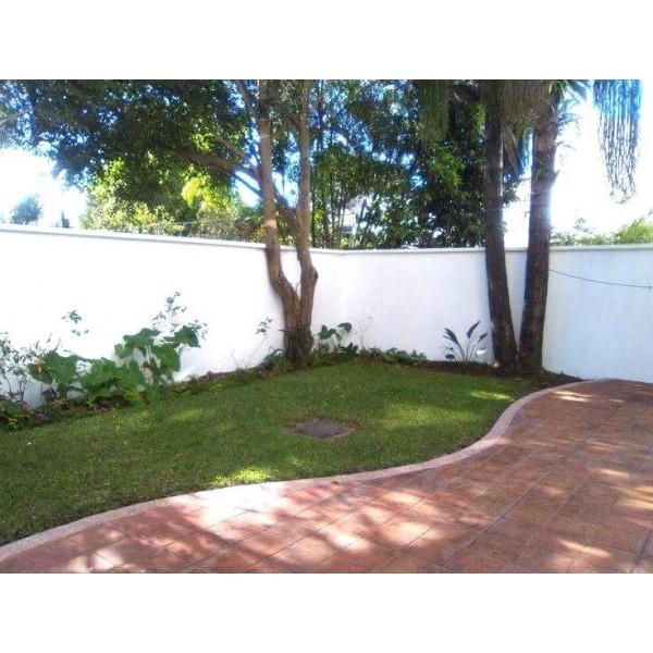 Apartamento en renta zona 13 con jardín